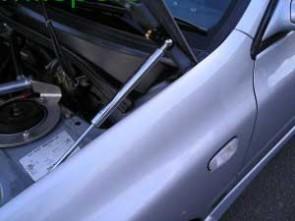 Hydraulic bonnet lifters Subaru